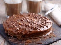 Κέικ αμυγδάλων με τη σκοτεινούς σοκολάτα και τον καφέ στοκ εικόνα