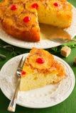 Κέικ ανανά με την καραμέλα στοκ εικόνες