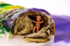 Κέικ βασιλιάδων της Mardi Gras με το μωρό Στοκ Εικόνα