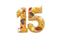 Κέικ 15 γενεθλίων με τις διαφορετικές καραμέλες που απομονώνονται στο λευκό Στοκ Εικόνα