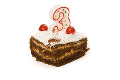 Κέικ γενεθλίων με το κερί αριθμός τρία που απομονώνεται στο λευκό Στοκ Εικόνες