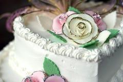 κέικ γενεθλίων που διακοσμείται Στοκ Εικόνες
