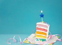 κέικ γενεθλίων ζωηρόχρωμ&omicr Στοκ Εικόνες