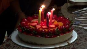 Κέικ γενεθλίων, κεριά, εορτασμοί απόθεμα βίντεο