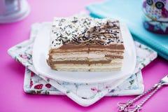 Κέικ γενεθλίων με τα βουτύρου μπισκότα Στοκ φωτογραφίες με δικαίωμα ελεύθερης χρήσης