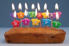 Κέικ γενεθλίων με τα κεριά Στοκ Φωτογραφία