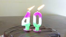 Κέικ γενεθλίων με το κερί 40 στην κορυφή φιλμ μικρού μήκους