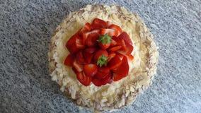Κέικ γενεθλίων φραουλών Στοκ εικόνα με δικαίωμα ελεύθερης χρήσης
