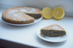 Κέικ λεμονιών με τους σπόρους παπαρουνών Στοκ εικόνα με δικαίωμα ελεύθερης χρήσης