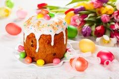 Κέικ και αυγά Πάσχας Στοκ φωτογραφία με δικαίωμα ελεύθερης χρήσης