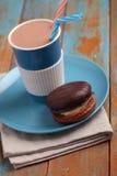 Κέικ και καυτή σοκολάτα στοκ φωτογραφίες με δικαίωμα ελεύθερης χρήσης