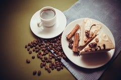 Κέικ και καφές βανίλιας στοκ εικόνες