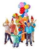 Κέικ και μπαλόνια εκμετάλλευσης κλόουν στα γενέθλια με Στοκ Φωτογραφίες