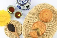 Κέικ και τσάι φεγγαριών Στοκ φωτογραφία με δικαίωμα ελεύθερης χρήσης