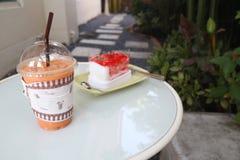 Κέικ και τσάι φραουλών Στοκ Εικόνα