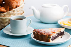 Κέικ και τσάι Στοκ Εικόνες