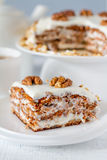 Κέικ καρότων με τα ξύλα καρυδιάς Στοκ Εικόνα