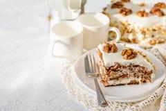 Κέικ καρότων με τα ξύλα καρυδιάς Στοκ φωτογραφίες με δικαίωμα ελεύθερης χρήσης