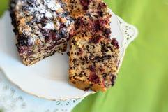 Κέικ κερασιών σε ένα πιάτο Στοκ Εικόνες
