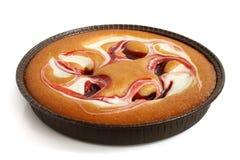 Κέικ κρέμας με τη μαρμελάδα φραουλών στοκ εικόνες με δικαίωμα ελεύθερης χρήσης