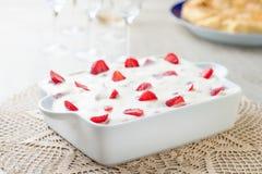 Κέικ κρέμας με τις φράουλες Στοκ Φωτογραφία