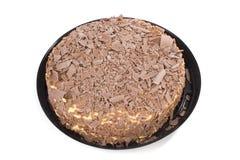 Κέικ κρέμας σοκολάτας με το πλαστικό πιάτο στο λευκό Στοκ εικόνες με δικαίωμα ελεύθερης χρήσης