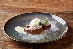 Κέικ λάβας Κέικ λάβας με το παγωτό βανίλιας Souffle σοκολάτας Muffin σοκολάτας Στοκ Εικόνα