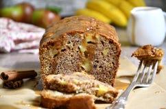 Κέικ μήλων και μπανανών Στοκ εικόνες με δικαίωμα ελεύθερης χρήσης