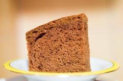Κέικ μελοψωμάτων στο πιάτο Στοκ Φωτογραφία
