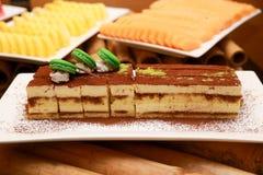 Κέικ με ένα επιδόρπιο φρούτων Στοκ Φωτογραφία