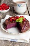 Κέικ μελιού που γεμίζουν με την κόκκινη σταφίδα Στοκ φωτογραφία με δικαίωμα ελεύθερης χρήσης