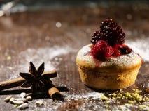 Κέικ με τα blackfruits στοκ φωτογραφία