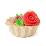 Κέικ με την κρέμα με τα λουλούδια από το βούτυρο. Στοκ Φωτογραφίες