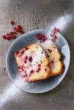 Κέικ με την κόκκινη σταφίδα Στοκ Εικόνες