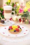 Κέικ με τη ζελατίνα φρούτων Στοκ Φωτογραφία