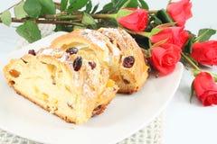 Κέικ με τη σταφίδα και το γλασαρισμένο πορτοκάλι Στοκ εικόνα με δικαίωμα ελεύθερης χρήσης