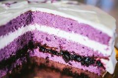 Κέικ με τις καρδιές και την κρέμα στοκ φωτογραφία με δικαίωμα ελεύθερης χρήσης