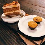 Κέικ & μπανάνα αμυγδάλων cupcake στοκ εικόνες