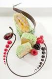 Κέικ μπανανών με τα μούρα & τη σοκολάτα Στοκ φωτογραφίες με δικαίωμα ελεύθερης χρήσης