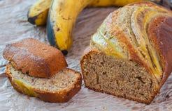 Κέικ μπισκότων ψωμιού φραντζολών μπανανών multigrain, υγιές πρόχειρο φαγητό Στοκ εικόνες με δικαίωμα ελεύθερης χρήσης