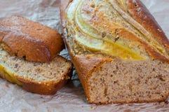 Κέικ μπισκότων ψωμιού φραντζολών μπανανών multigrain, υγιές πρόχειρο φαγητό Στοκ φωτογραφία με δικαίωμα ελεύθερης χρήσης