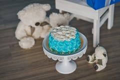 Κέικ μωρών που διακοσμείται με την μπλε κρέμα 9219 Στοκ εικόνα με δικαίωμα ελεύθερης χρήσης