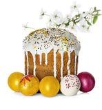 Κέικ Πάσχας, αυγά Πάσχας και κλάδος λουλουδιών μήλων Στοκ Εικόνα