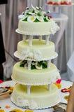 Κέικ που διακοσμείται γαμήλιο με fondant Στοκ Εικόνα