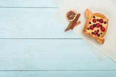Κέικ προγευμάτων φρούτων, τοπ άποψη, διάστημα για τη διαφήμιση στοκ φωτογραφίες