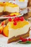 Κέικ ροδάκινων με την κρέμα Στοκ φωτογραφίες με δικαίωμα ελεύθερης χρήσης