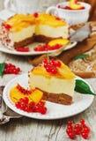 Κέικ ροδάκινων με την κρέμα Στοκ Εικόνες