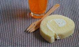 Κέικ ρόλων με την πορτοκαλιά σόδα Στοκ Εικόνες