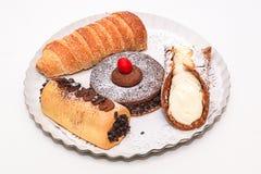 Κέικ σε ένα πιάτο Στοκ Εικόνα