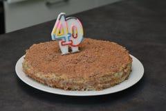 Κέικ σοκολάτας γενεθλίων με το κερί ως αριθμό στοκ φωτογραφία
